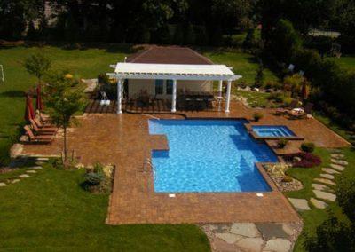pools_swimmingpools_square01_large